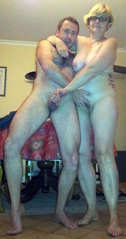 Жены фотографируются голые, сиськи и минет онлайн