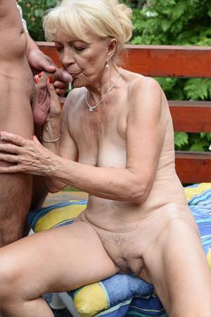 Секс старого дедушки с женщиной