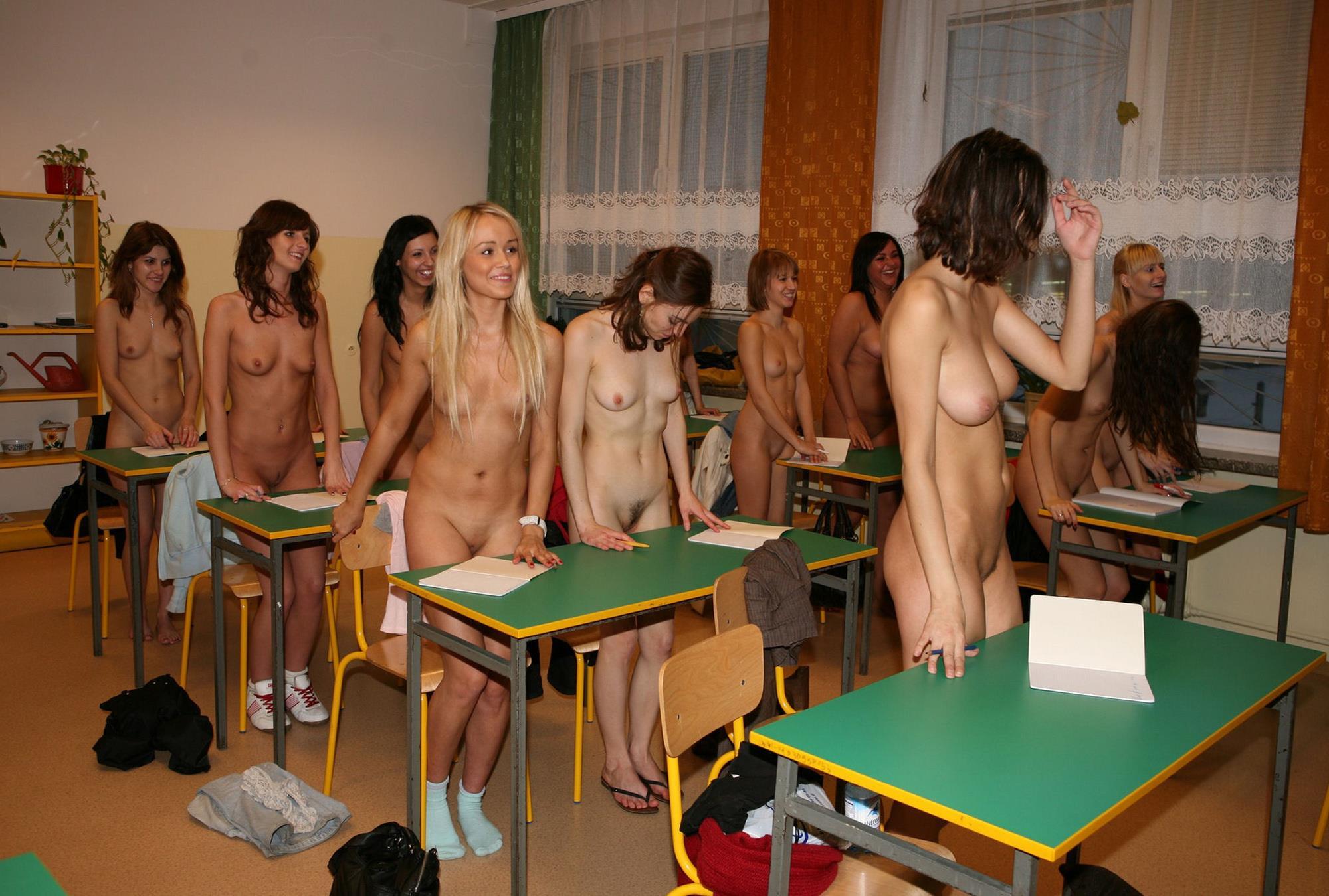 картинки голая девчонка в школе