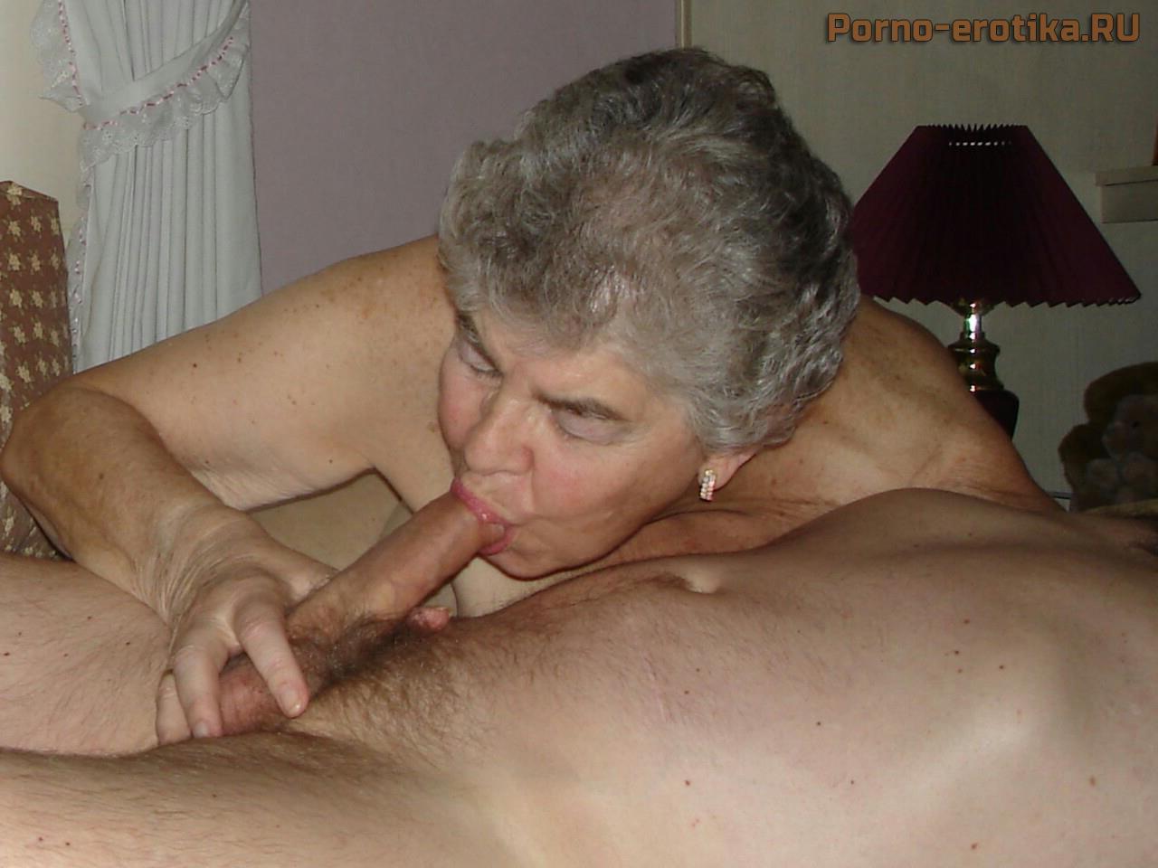 Порно русская бабушка делает минет внуку