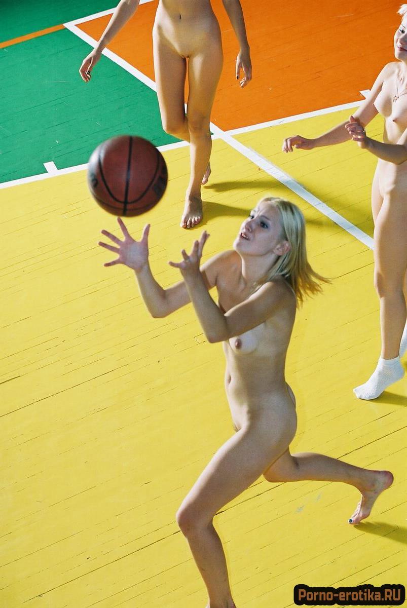 баскетбол голышом японцы голышом приняли, накормили