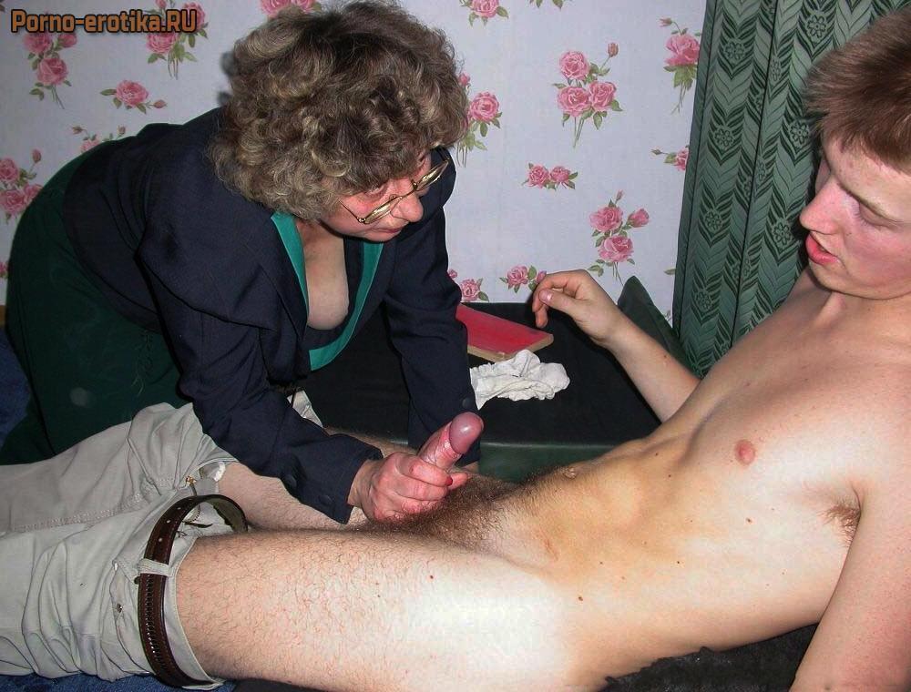 просто порно мать устроила сыну воспитательную дрочку члена