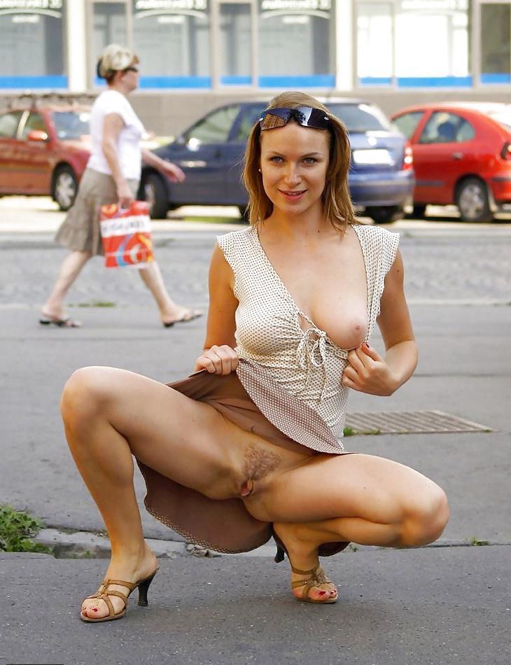Ходит без трусов по улице порно фото 31-33