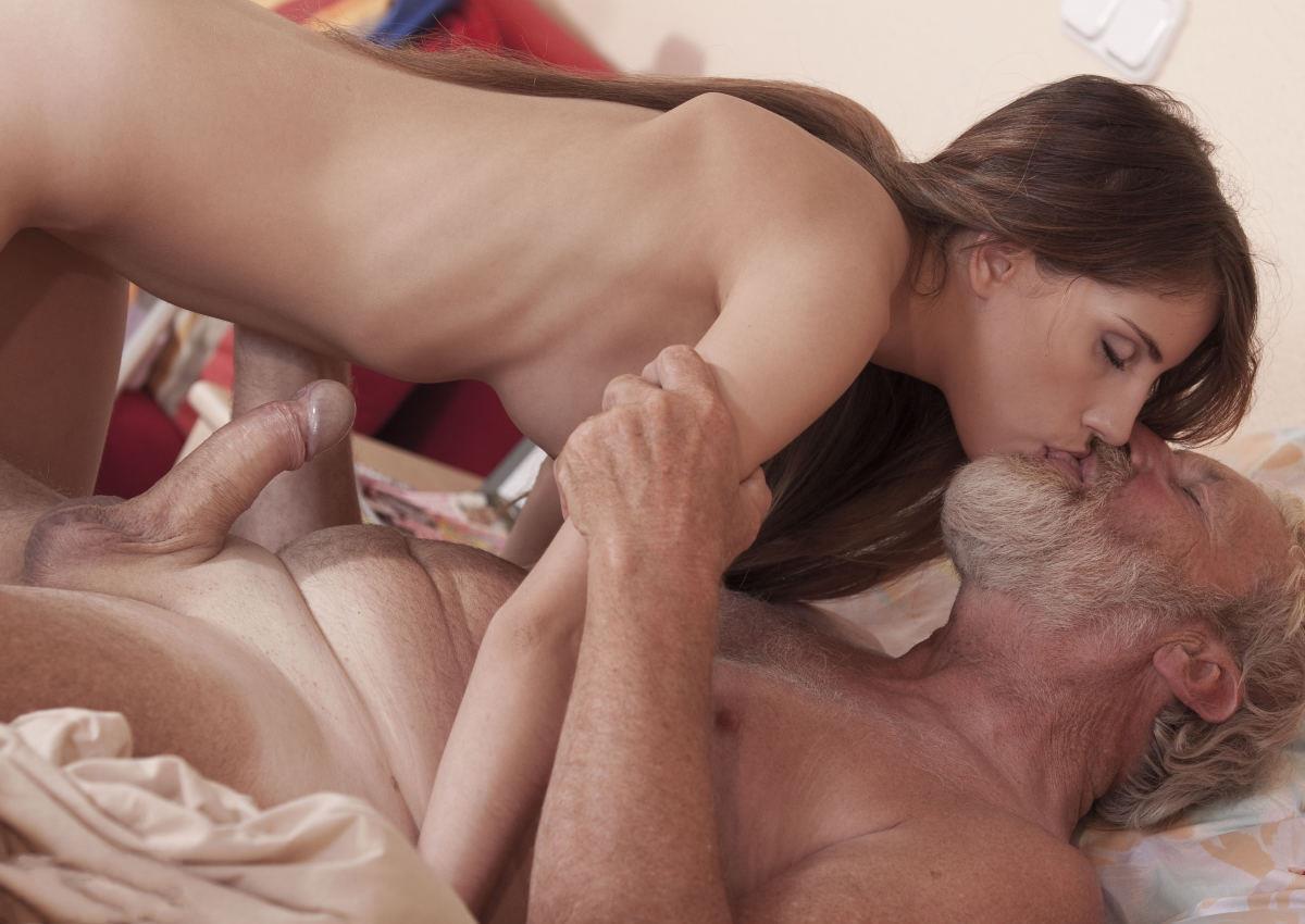 Порно с молодыми и старыми