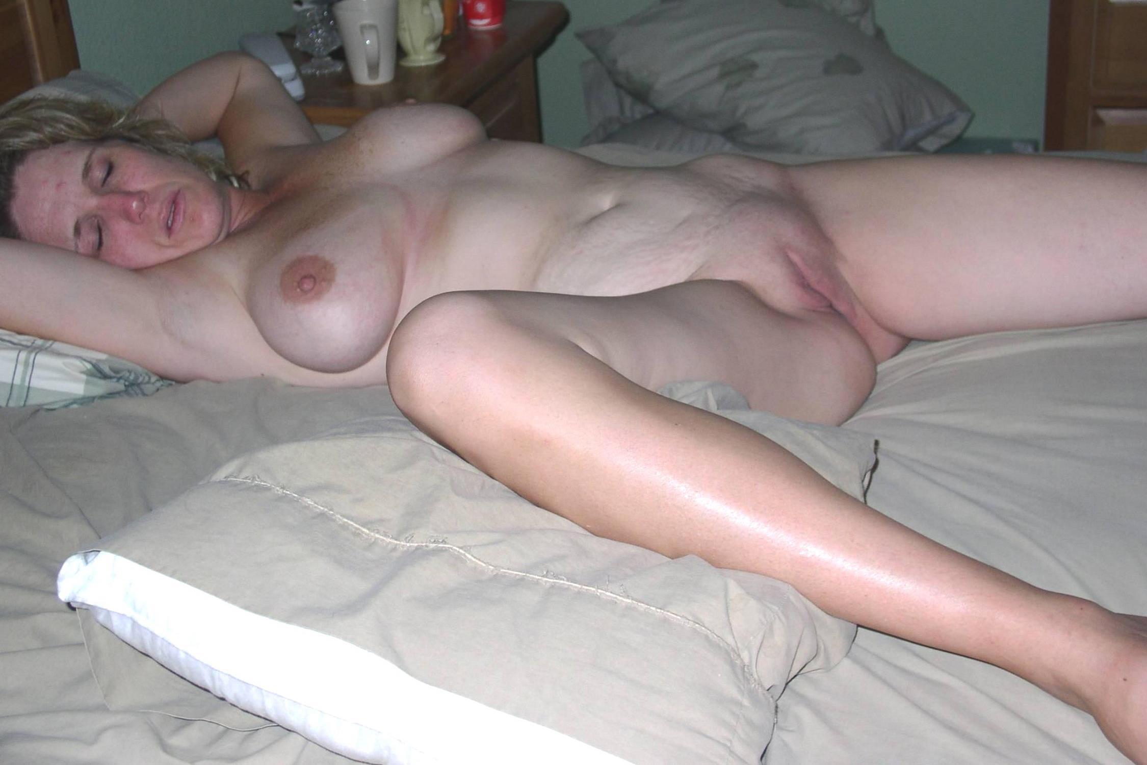 mature-wife-sleep-naked