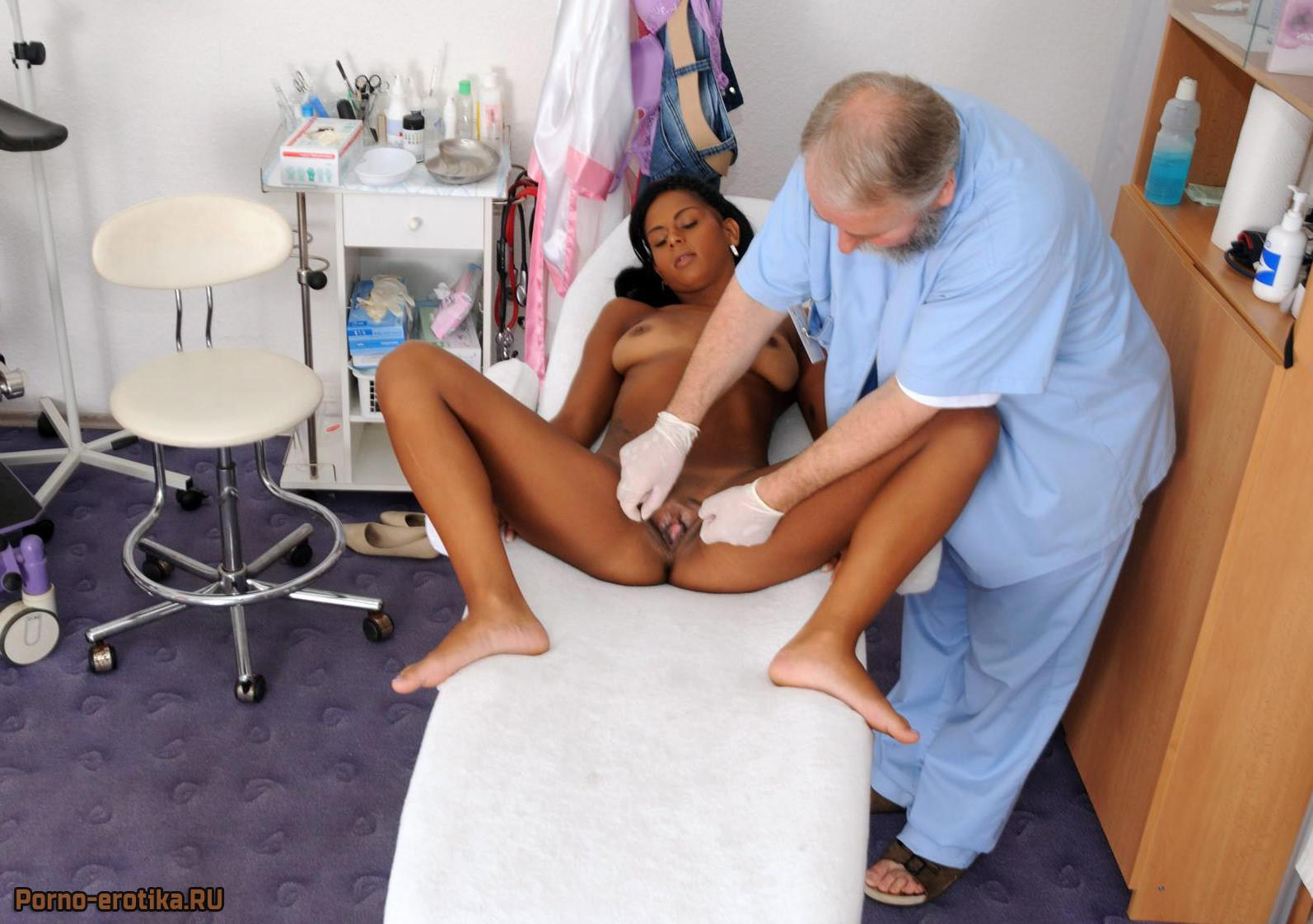 Молодая пациентка на приеме у гинеколога | Молодая эротика