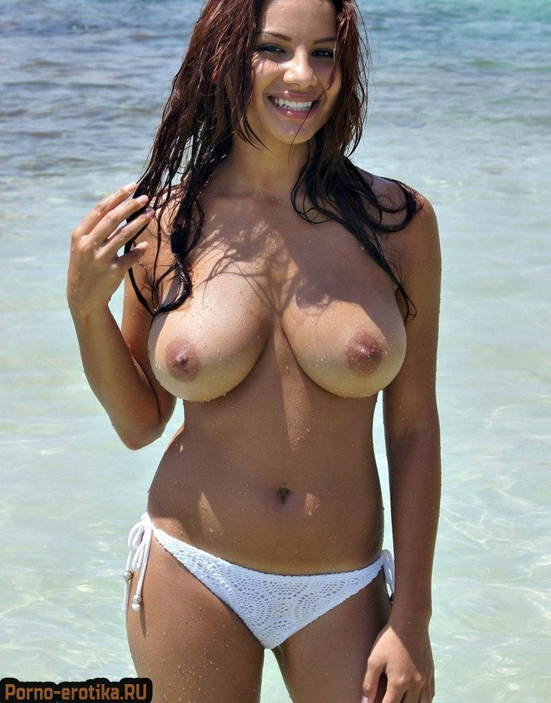 Busty Jessica Turner Peels Off Her Bikini On The Beach And 1