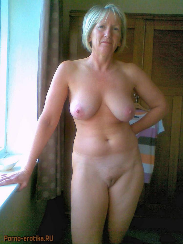 голая пристарелая женшщина
