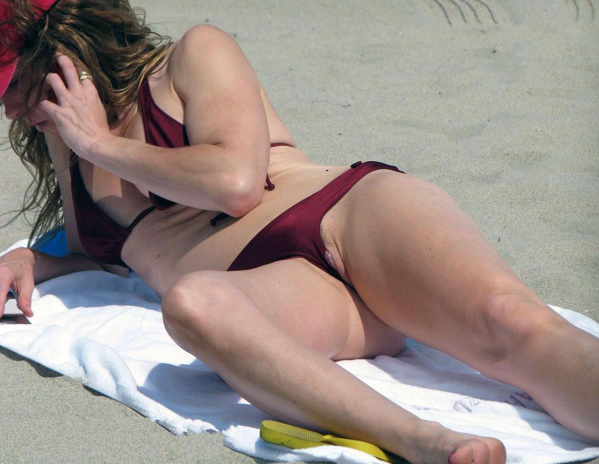 Засветила пизду на пляже фото фото 585-626