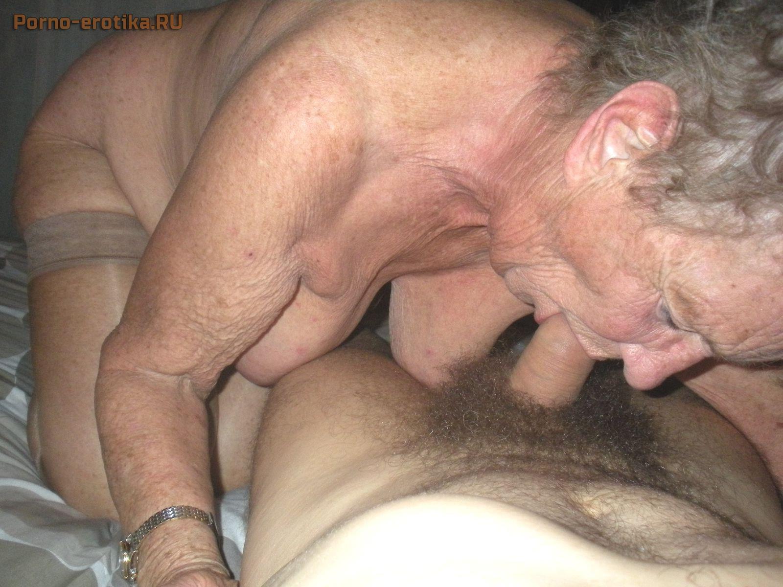 Красивую сосет у старых мужиков порно онлайн