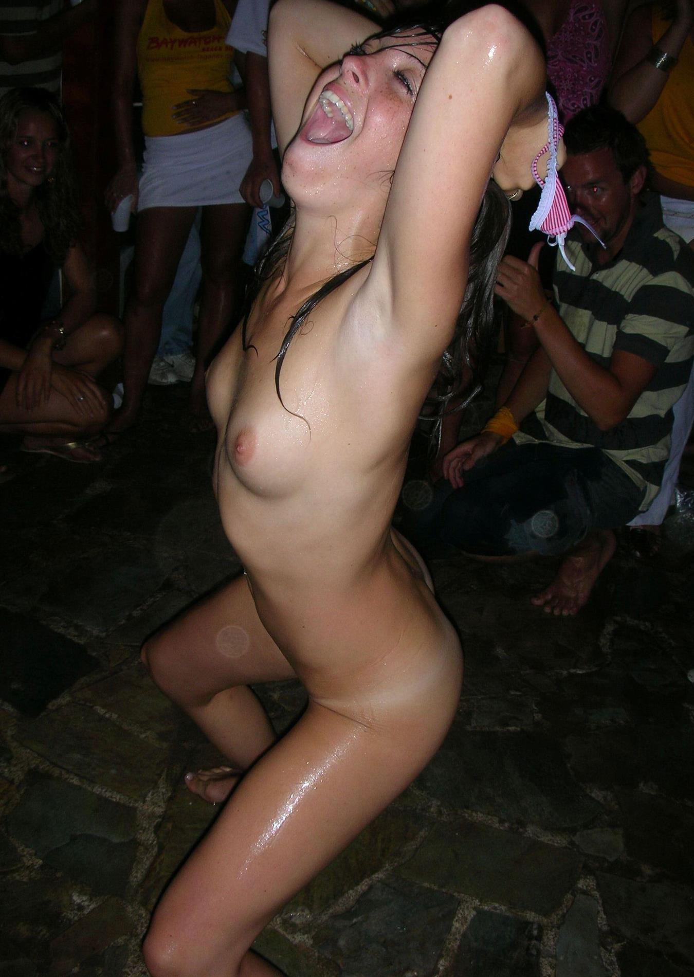 Пьяные голые тёлки зажигают фото фото 545-584