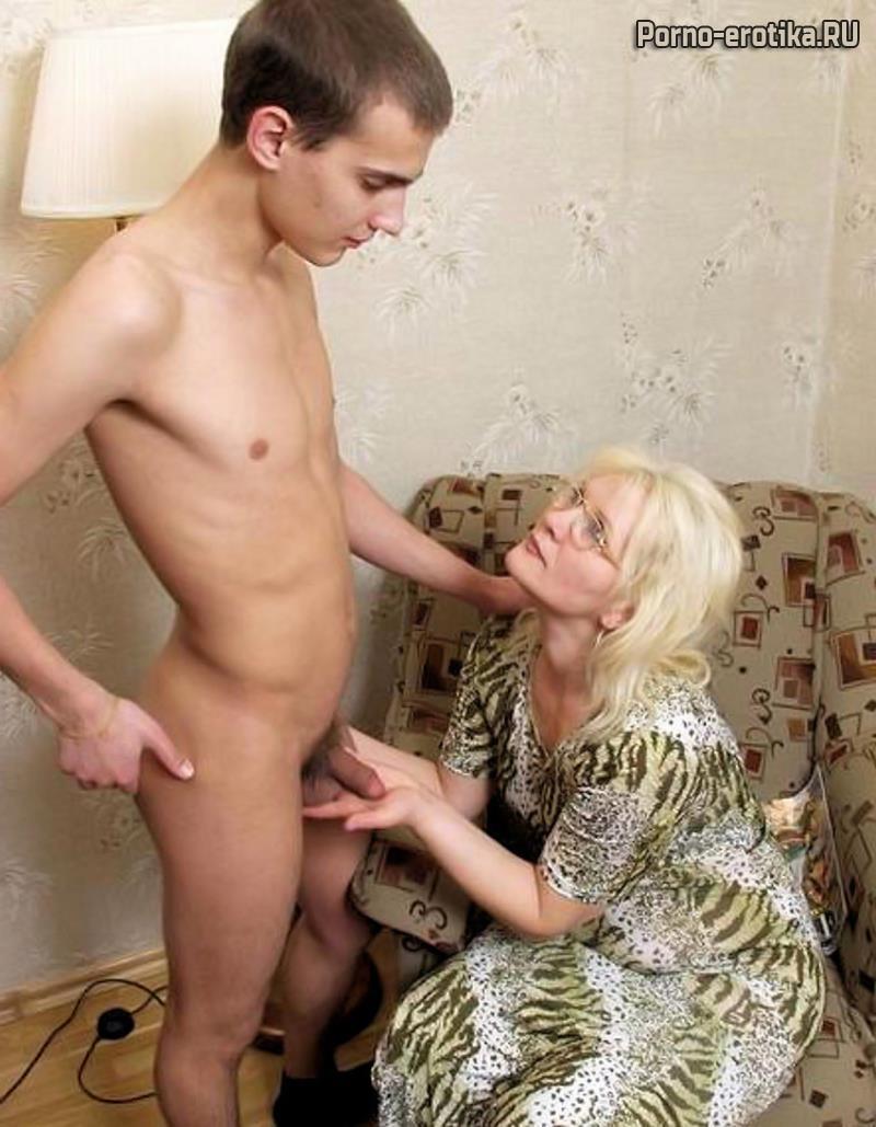 Сын онанирует мать видит и