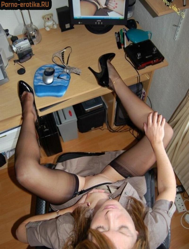 Жена мастурбирует за компом фото 569-404