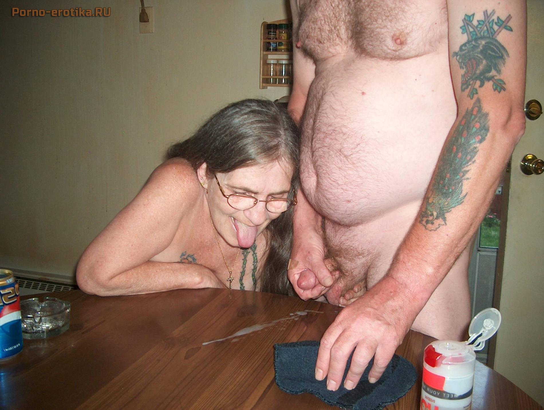 Дедушкам бабушка надрачивает старым