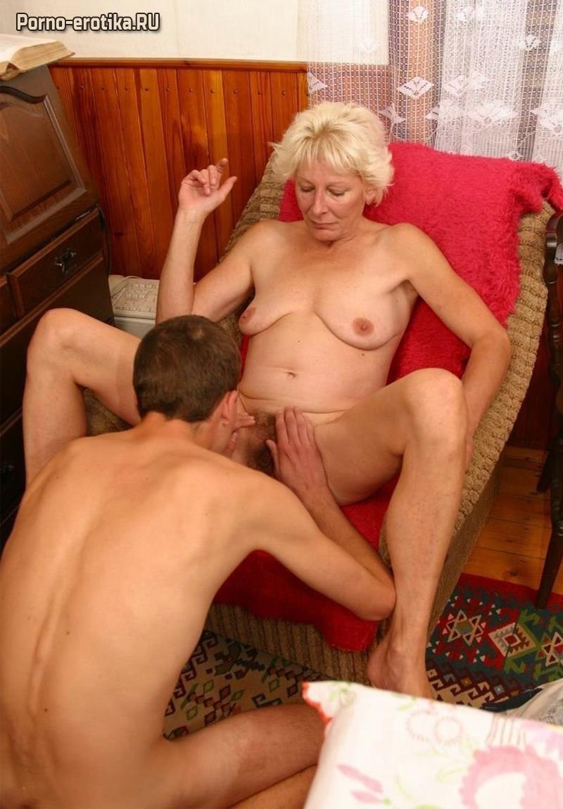 Порно мама заставляет лизать киску родному сыну