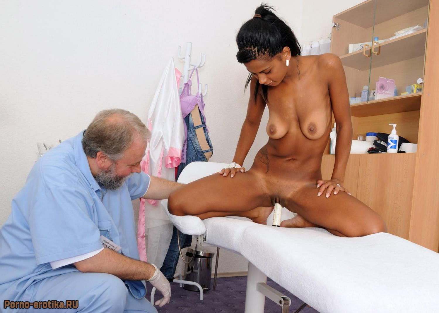 Смотреть порно китайца на приеме у гинеколога