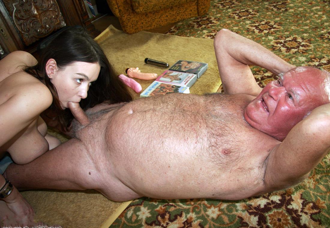Порно сосет старому деду фото 654-858