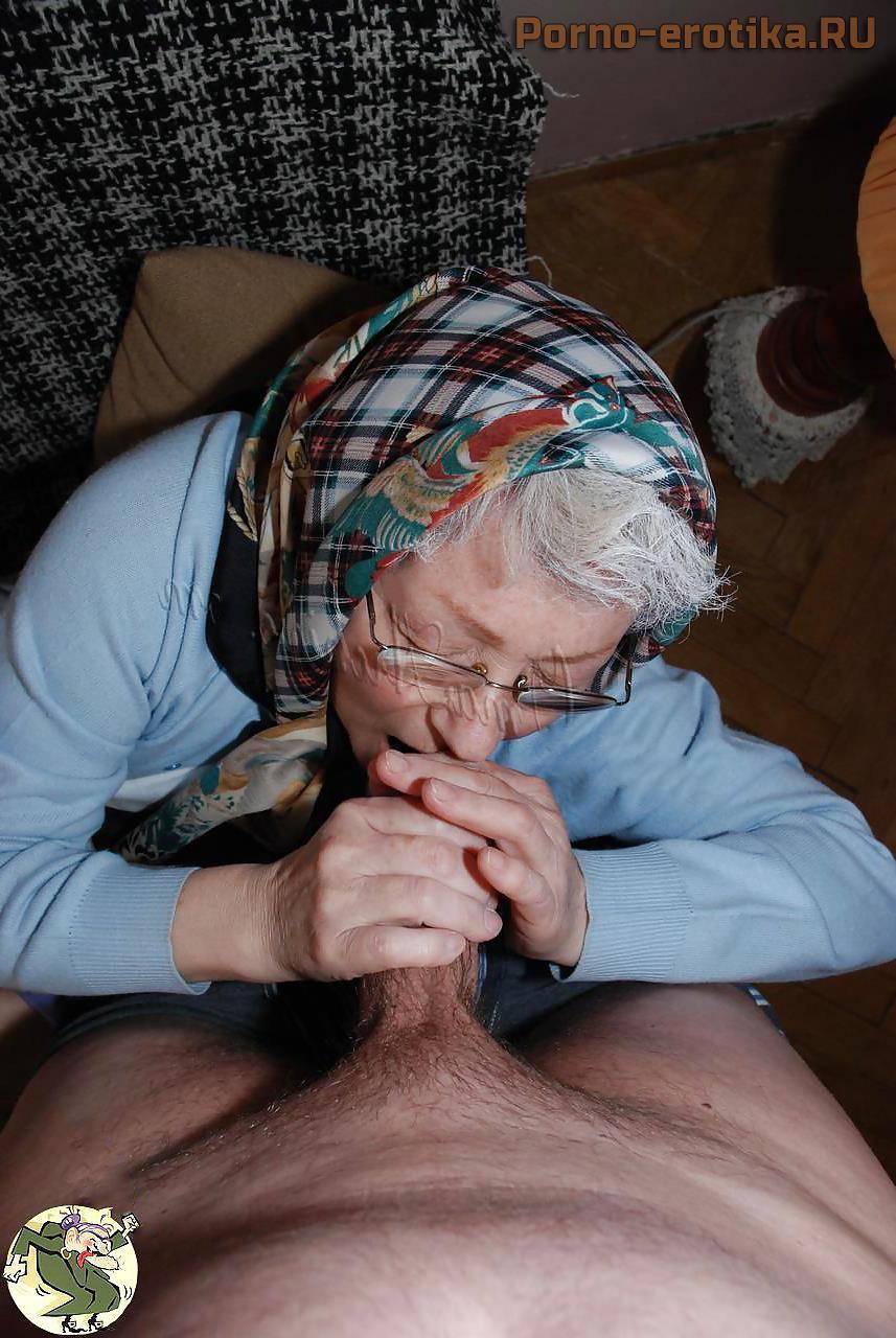 Бабушка сосет член внука