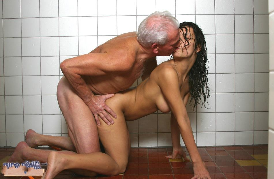 Смотреть порно старые деды порят молодых фото 632-531