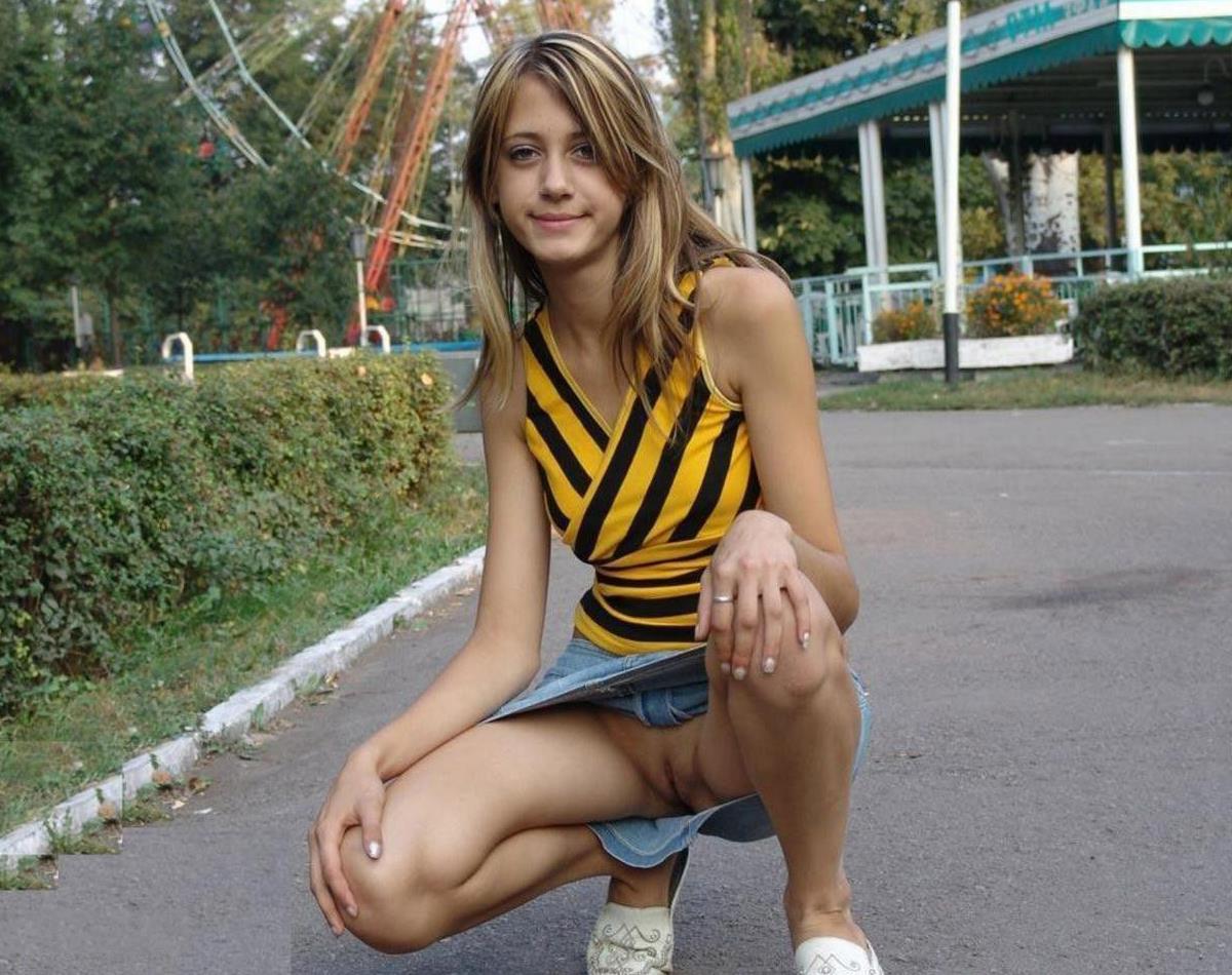 порно фото девушек без трусиков на улице