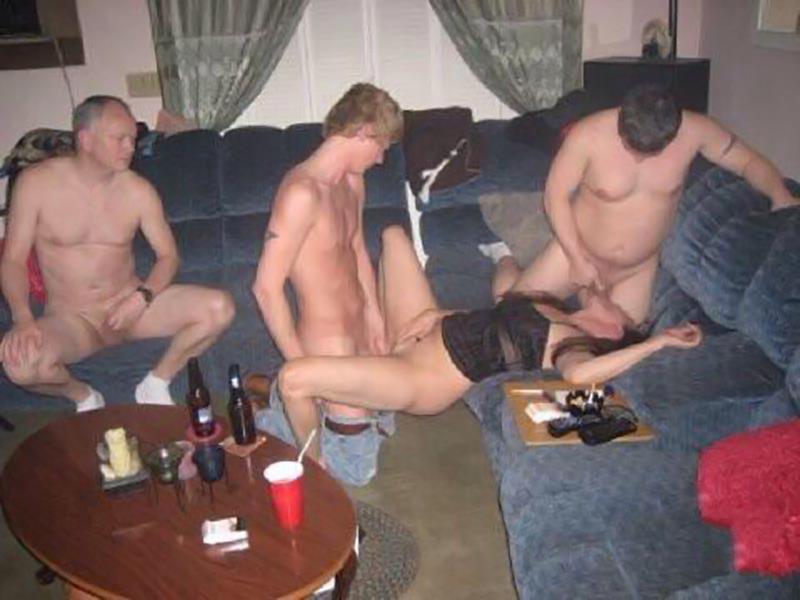 порно пустили по кругу пьяные мяч